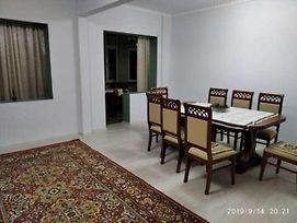 Spacious Rooms, Friendly Area, Market Right Near The Flat photos Exterior