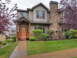 Beautiful Five Bedroom Condo Minutes Away From Everything! photos Exterior