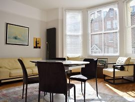 Modern And Stylish 2 Bedroom Flat In Central Hove photos Exterior