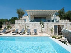 Kassiopi Villa Sleeps 6 Pool Air Con Wifi photos Exterior
