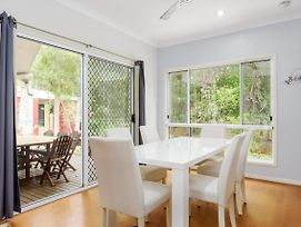 6 Ibis Court - Modern Tropical Family Home With Inground Swimming Pool & Outdoor Entertaining Area photos Exterior