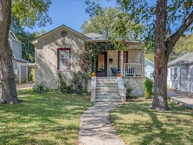 Charmer Close To Dt Austin- Large 4Bd/3Ba + Hottub Home photos Exterior