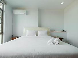 Fully Furnished And Cozy 2Br At Pondok Klub Villa Apartment By Travelio photos Exterior