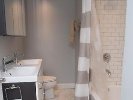 Newly Renovated Designer Furniture 2Br 2Ba Duplex Brownstone 1 Block To Rittenhouse! photos Exterior