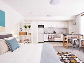 Stylish Manly Studio With Bbq Terrace And Parking photos Exterior