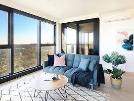 Brand New Skyone Apartment With View@Box Hill photos Exterior