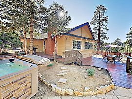 New Listing! All-Suite Forest Retreat W/ Hot Tub Home photos Exterior