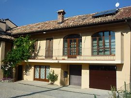 The Vigna Del Parroco 2 Is A House With Two Apartments Located In Serralunga photos Exterior