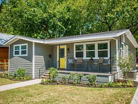 Walk To The Silos! 3 Bed 1960'S Bungalow Near Baylor photos Exterior