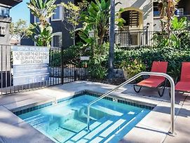 Centrally Located Oceanside Suite + Pool photos Exterior