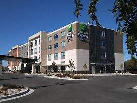 Holiday Inn Express & Suites Boise Airport photos Exterior