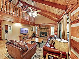 New Listing! Luxe Cabin Near Great Smoky Mountains Home photos Exterior