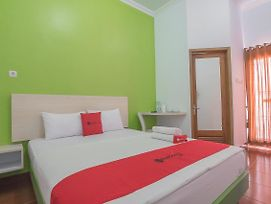 Reddoorz Plus Near Alun Alun Kuningan photos Exterior