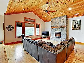 New Listing! Mountain Outpost On Lush 150-Acre Lot Home photos Exterior