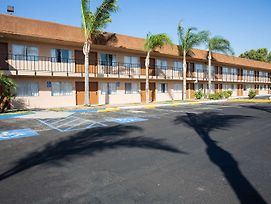Surestay Hotel By Best Western Buttonwillow photos Exterior
