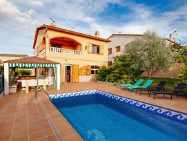 Luxurious Holiday Home In Vendrell With Swimming Pool photos Exterior