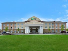 Holiday Inn Express & Suites Utica photos Exterior