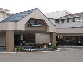 Radisson Hotel Detroit-Farmington Hills photos Exterior