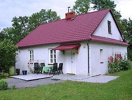 5-Person Cottage On An Estate With An 18Th Century Palace. photos Exterior