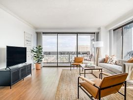 Great Downtown Views In This Spacious Corner Apartment By Lodgeur photos Exterior