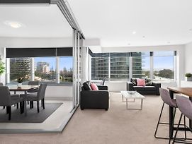 Sleek Q1 Suite In The Heart Of Surfers Paradise photos Exterior