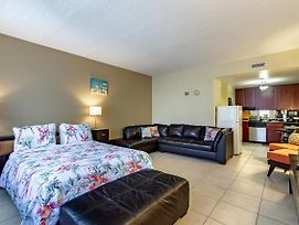 Across The Street From Beach & Amenities! Free Wifi/Parking. Self Check In! photos Exterior