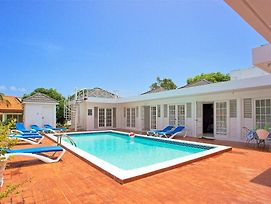 Cook/Housekeeper Inc. Free, Private Pool, 7 Mins Walk To Beach, 8 Beds, 4 Bdrms, photos Exterior