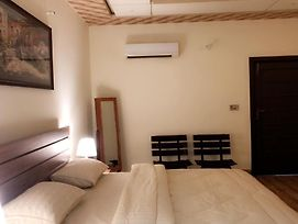 Fawn Lodge-3 Bedroom Private-Wifi, Ac, Tv & Heating photos Exterior