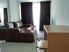 Spacy And Cozy Two Bed Room Apartment At Intermark Bsd photos Exterior