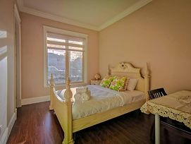 1 Bedroom Private Suite With Separated Entrance photos Exterior