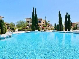 2 Bedroom Apartment Pomos With Garden And Sea Views, Aphrodite Hills Resort photos Exterior