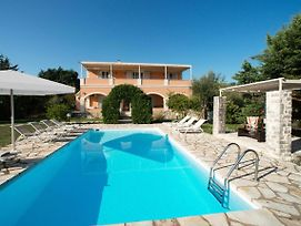 Kassiopi Villa Sleeps 10 Pool Air Con Wifi photos Exterior