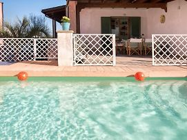 Galatone Villa Sleeps 8 Pool Air Con Wifi photos Exterior