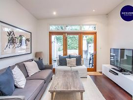 Stunning Townhouse Quiet Street Close To Cbd photos Exterior