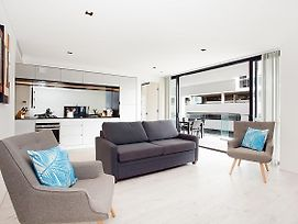 Sleek Modern Apartment In The Heart Of Manly photos Exterior