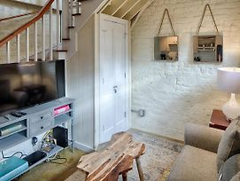 Carriage House, Fully Renovated Historic On Chatham Square photos Exterior