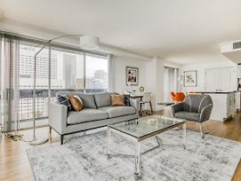 Spacious And Bright Downtown Corner Apartment With Breathtaking Views By Lodgeur photos Exterior