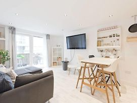 Water View Modern 2 Bedroom In Dublin City Centre Cha635 photos Exterior