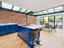 Bright & Spacious 5 Bed House In Charming Putney photos Exterior