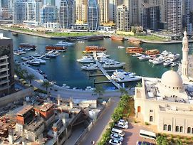 Signature Holiday Homes- Manchester Tower 1 Bedroom Apartment,Dubai Marina photos Exterior