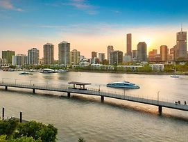 Glam ~ Skyline City, Water + Story Bridge Views photos Exterior