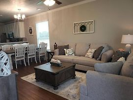New 4/4 Farmhouse Style House In College Station! photos Exterior