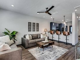 New Fully Furnished Condo: Ready For Gameday!-#304 photos Exterior
