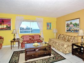 2 Mins To Beach, Sea View Balcony, King Bed, 1 Sofa Bed, 1 Bdrm, photos Exterior