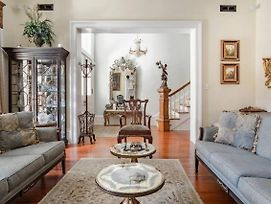 The Jewel Of Monterey Sq The Wedding Cake Mansion For Large Groups & Families photos Exterior