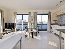 Bright 2 Bed Flat With Terrace, 4 Mins From Tube photos Exterior