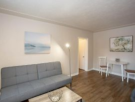 Comfy One Bedroom Apartment Minutes To Downtown photos Exterior