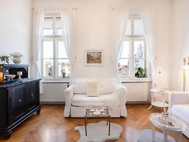 Bright 1Bdr Apartment In The Heart Of Old Town photos Exterior