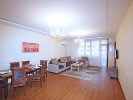 Comfort 2 Bedrooms Apartment With Balcony In New Building Small Center Yerevan photos Exterior