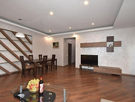 Exclusive 2 Bedrooms Large Apartment In New Building City Center photos Exterior